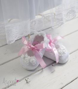 Christening baby shoes Maja with pink ribbon